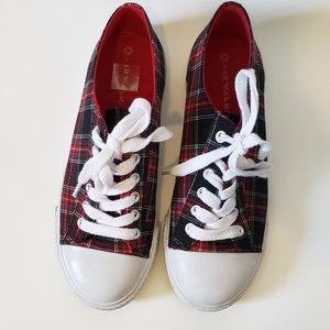 Air walk plaid sneakers size 8